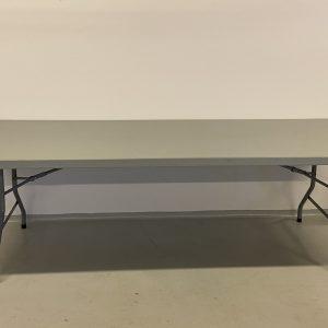 Billedet viser et Bord 91x240 cm (8 pers.) som har en hvid plastikbordplade og stålsten.