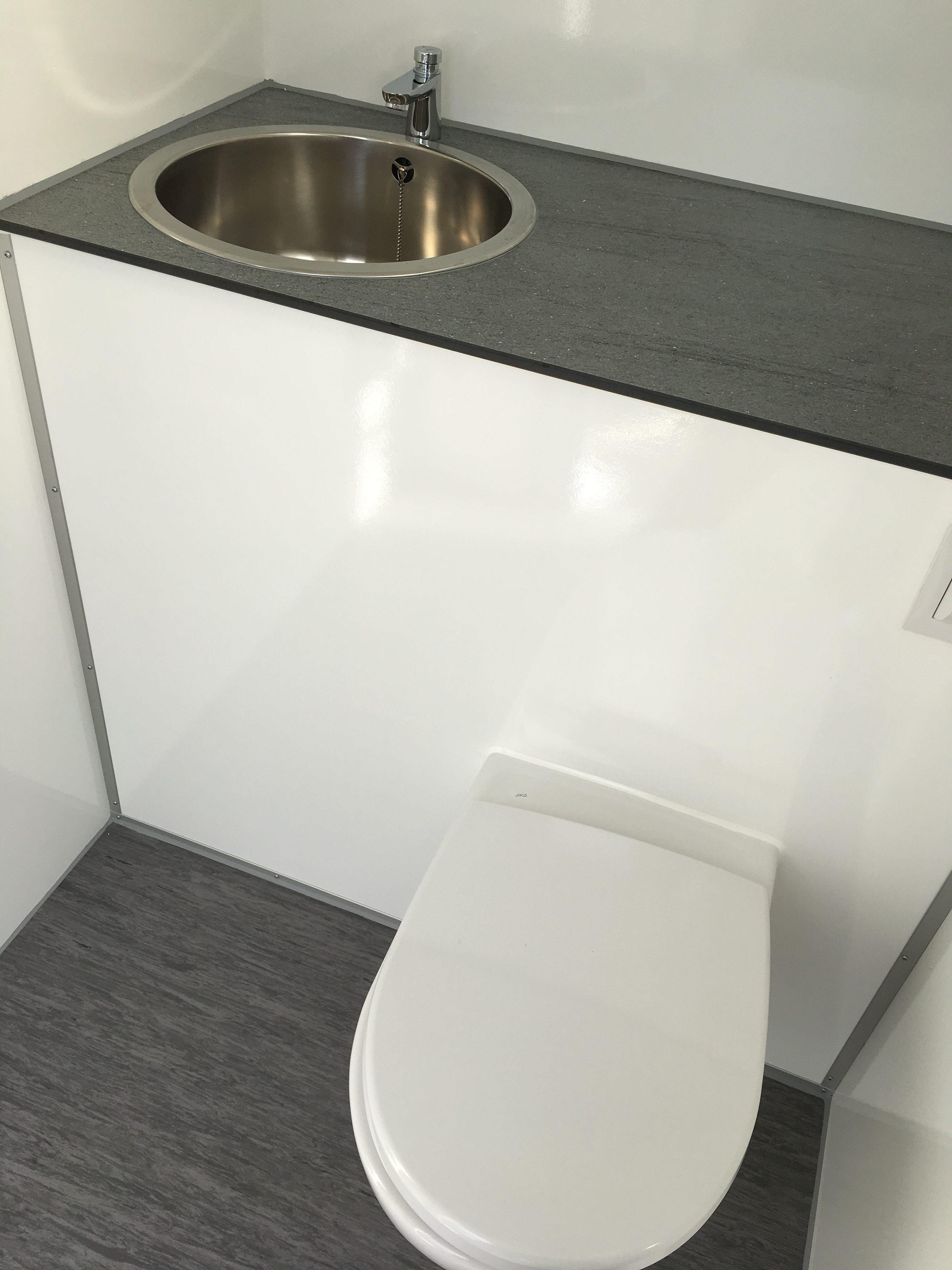 Fantastisk! Fantastisk mad Luksus toiletvogn med 2 toiletter IF87