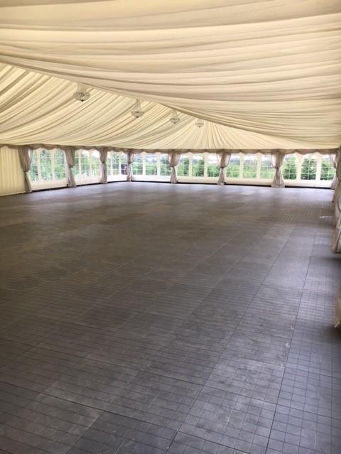 Her ses et stort hvidt innerline 12 m fra Tommy Telt til dit telt