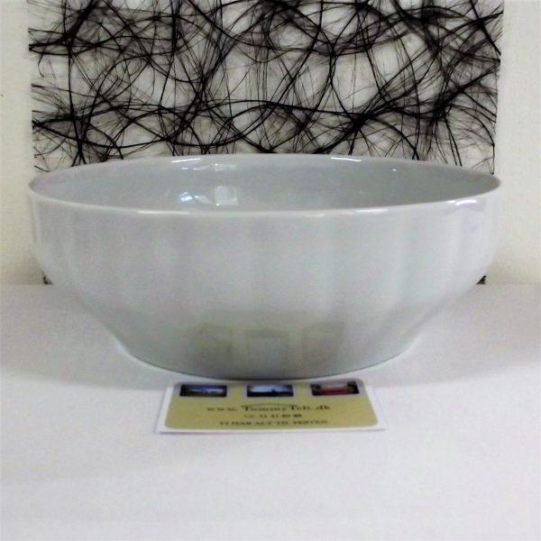 Skål på 23 cm i diameter og 9 cm i dybden