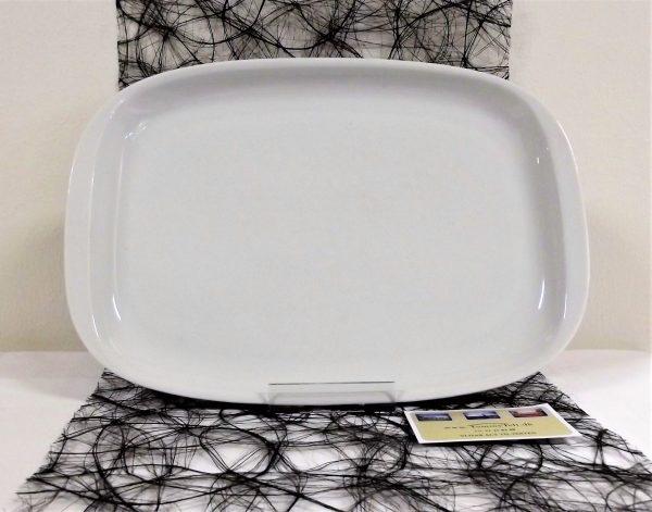 Tommy Telt udlejer hvide porcelænsfade til din fest, selskab, arrangement eller reception.
