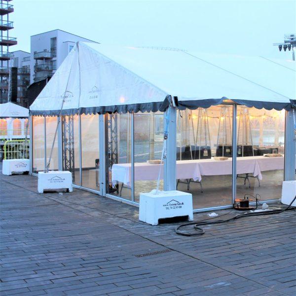 Du ser her et Panoramavindue til telt fra Tommy Telt på Aalborg Havn