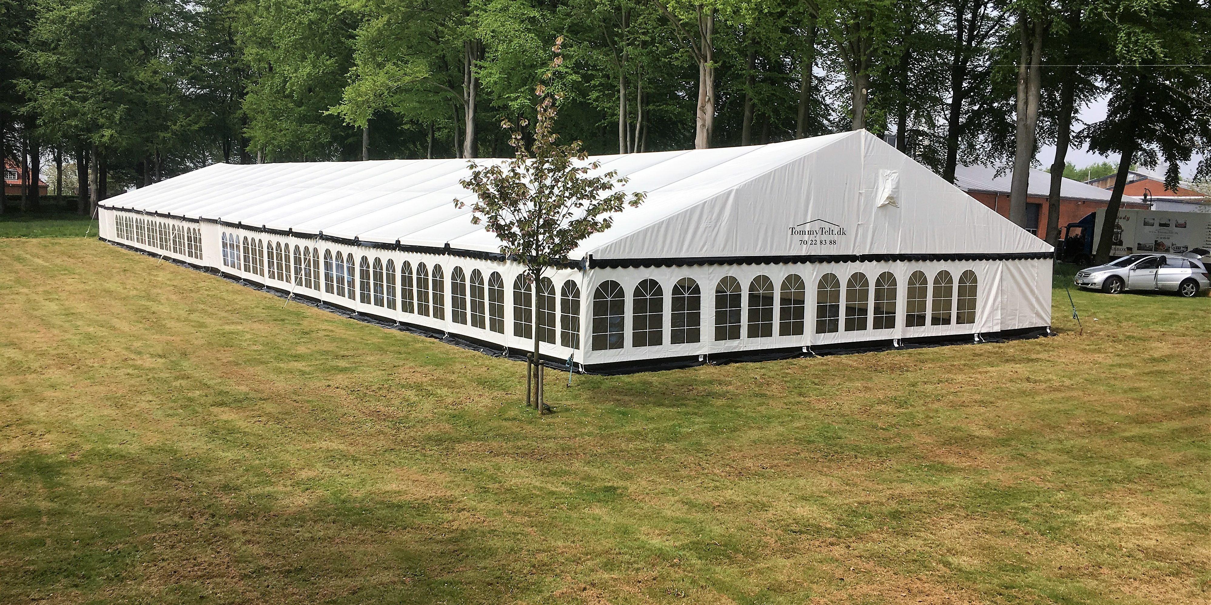 Du kan nemt leje dit telt til personalefesten gennem TommyTelt.